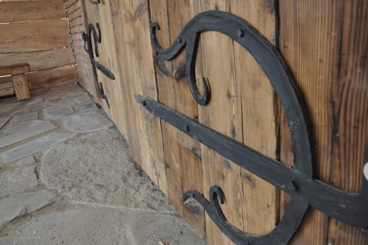Obramowania i okucia drzwi