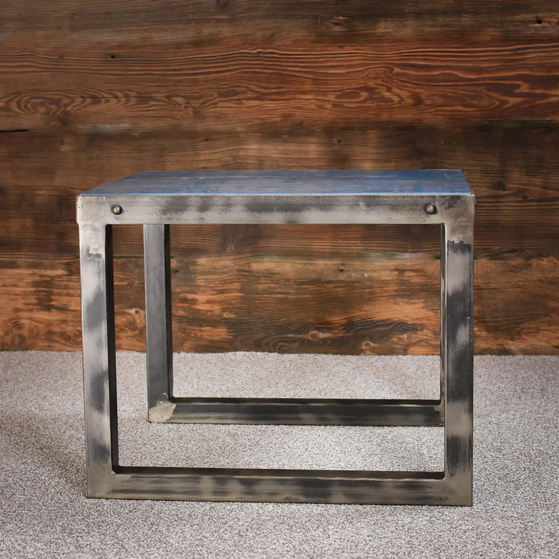 Idealny stolik kawowy kuty ręcznie
