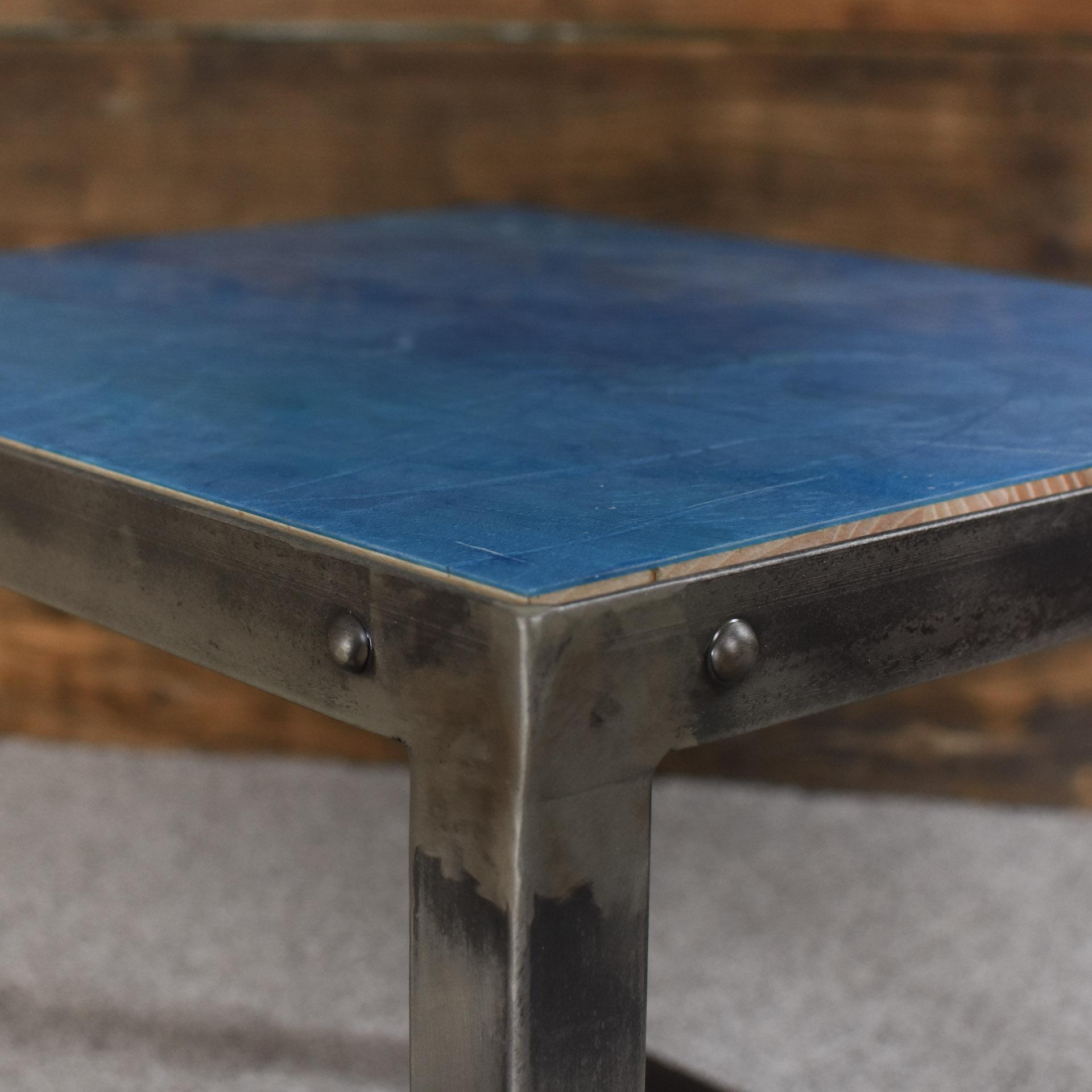 Precyzyjnie wykonany stolik kawowy praca ręczna