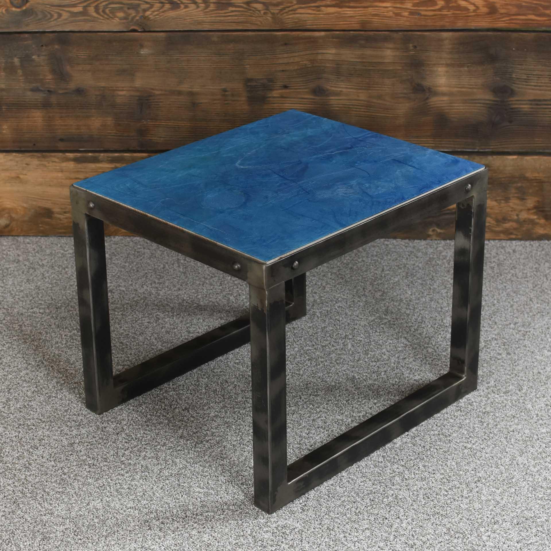 Oryginalny kawowy stolik ręcznie kuty dobry pomysł na prezent