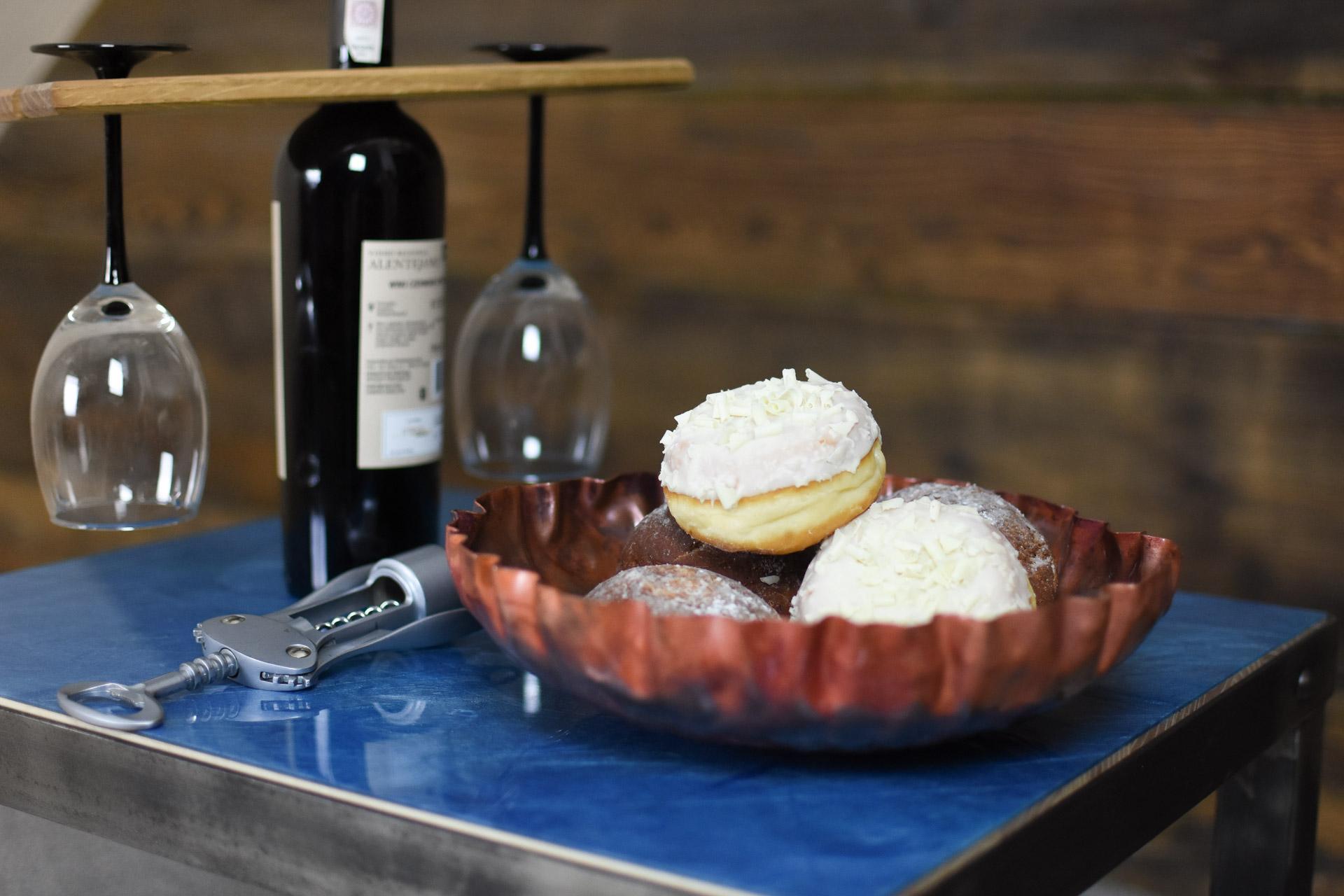 Artystyczny stolik kawowy ręcznie wykonany